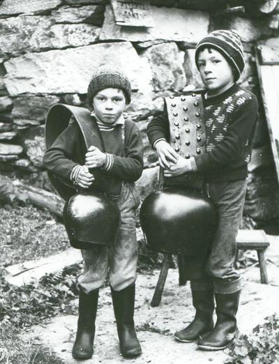 bambini coi campanacci1327673676imgpost