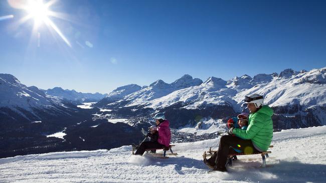 ENGADIN St. Moritz: Schlitteln mit der Familie auf Muottas Muragl